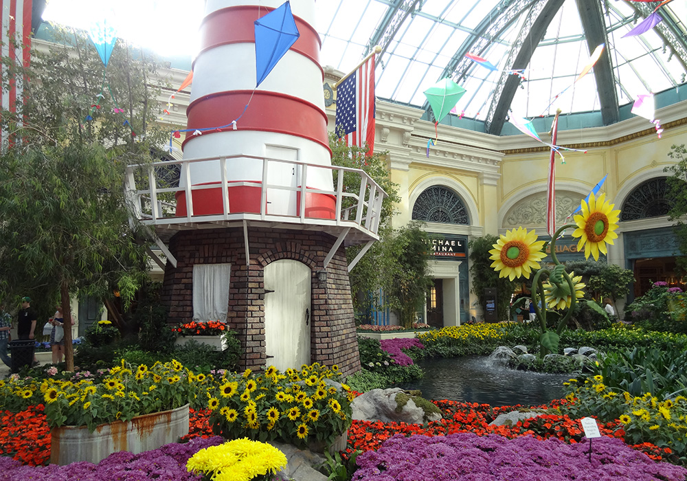 Bellagio-Conservatory-and-Botanical-Gardens,-Summer-Celebration-2012,-Red-Windmill