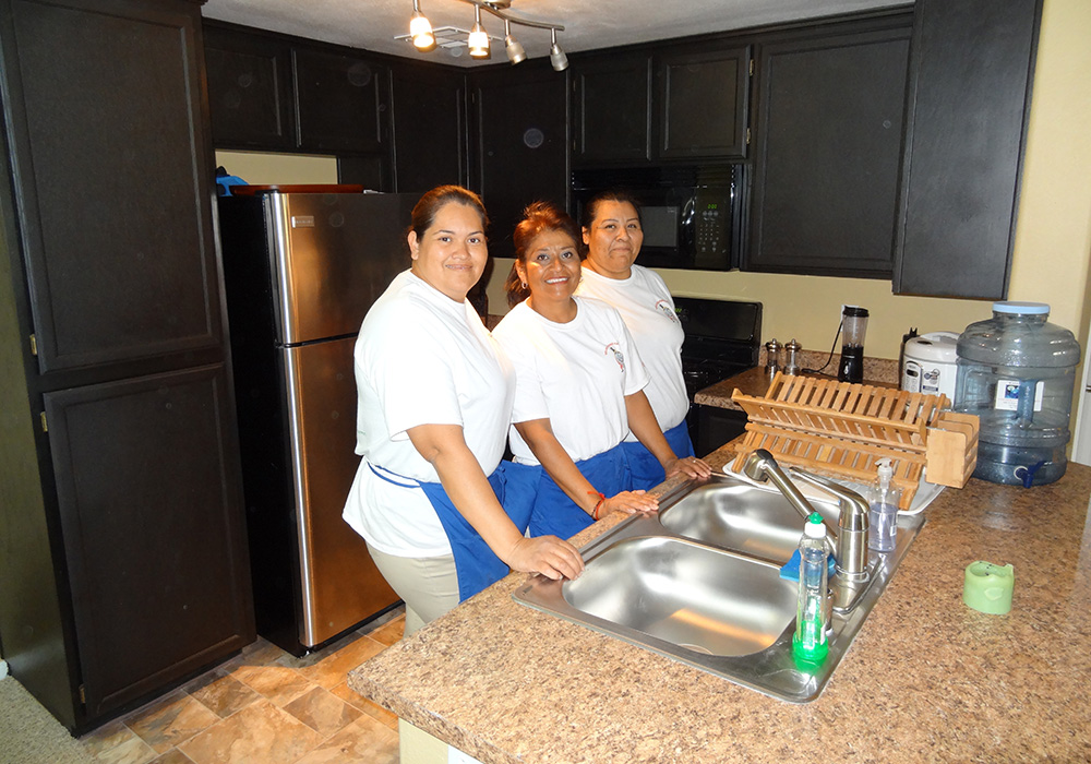 Your-Helping-Hands,-Las-Vegas,-Crew,-Kitchen_1