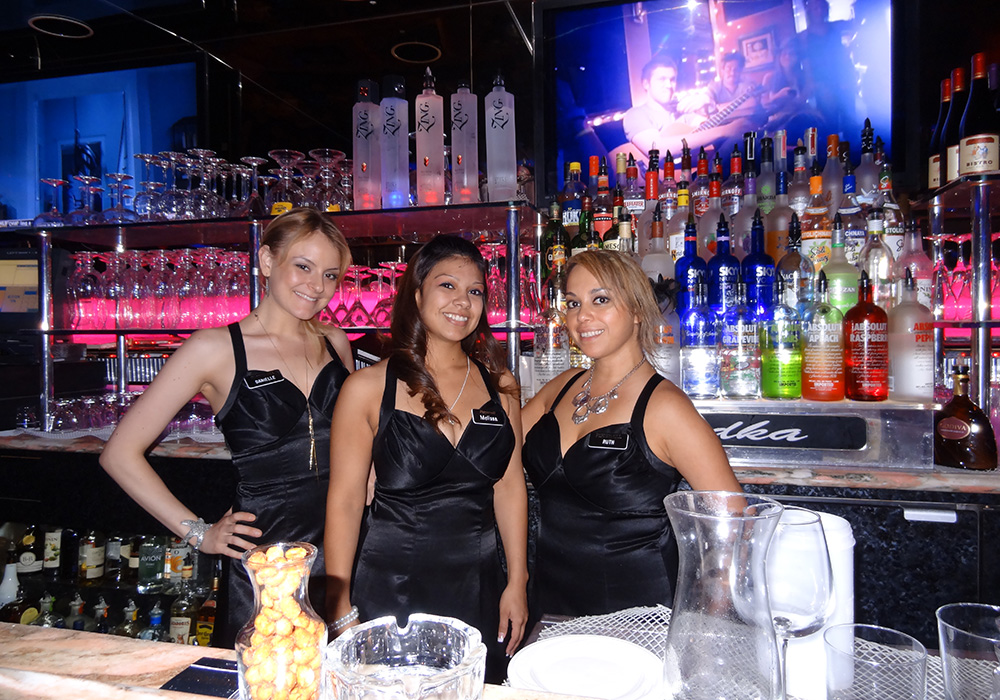 Lovely Servers In Fireside Lounge Peppermill Restaurant Las Vegas Strip
