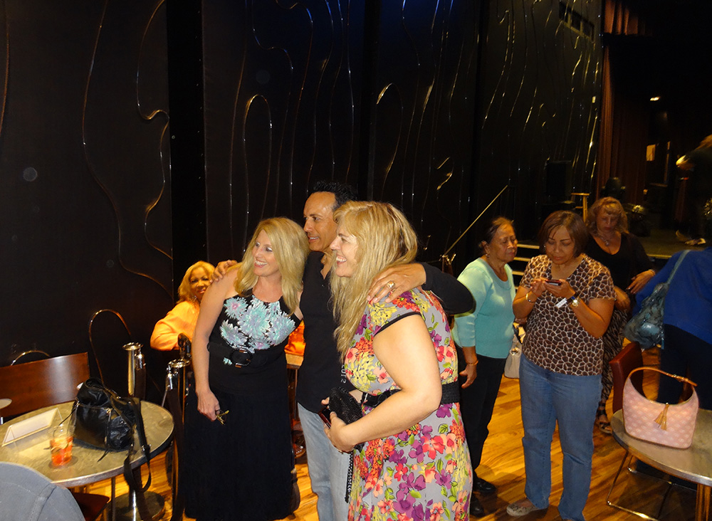 Finis Henderson with fans, Rocks Lounge, Red Rock Resort, Las Vegas