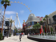 LINQ District, Daytime