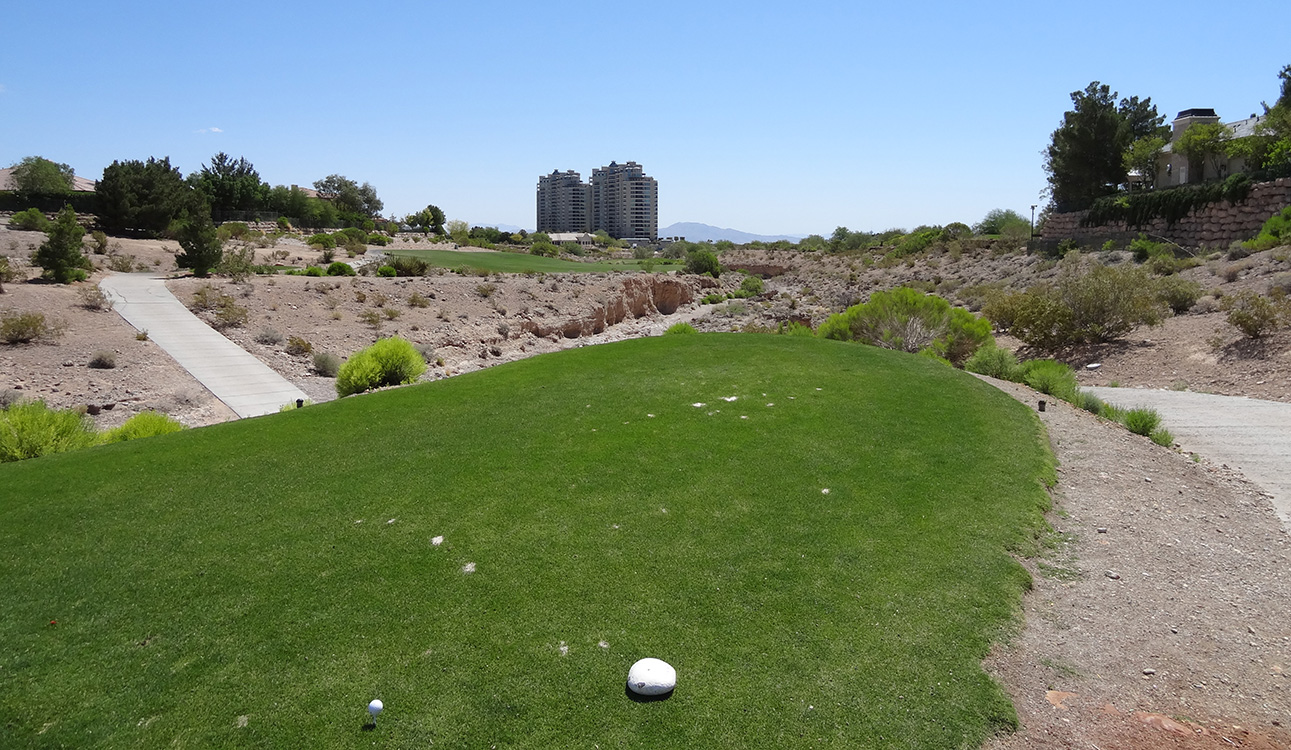 Teeing off, Queensridge Towers, Badlands Golf Course Vegas