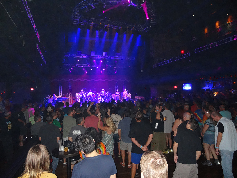 Crowd Jamming to Dark Star Orchestra, Grateful Dead Tribute Bank, Brookly Bowl Las Vegas
