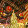 Christmas-Tree-in-Bellagio-Conservatory,-Christmas-Exhibit,-2014-Las-Vegas