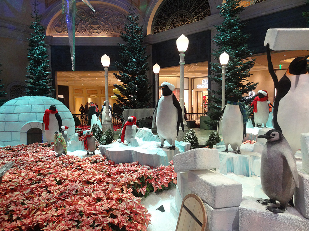 Penguins-in-Bellagio-Conservatory,-Christmas-Celebration-2014,-Las-Vegas