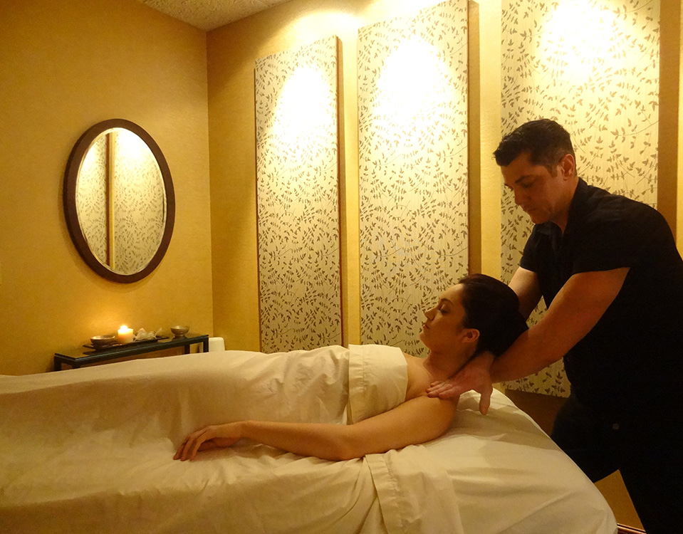 Gregory-Williams,-Massage-Therapist,-Working-on-Client-at-LifeSpa-in-Summerlin,-Las-Vegas
