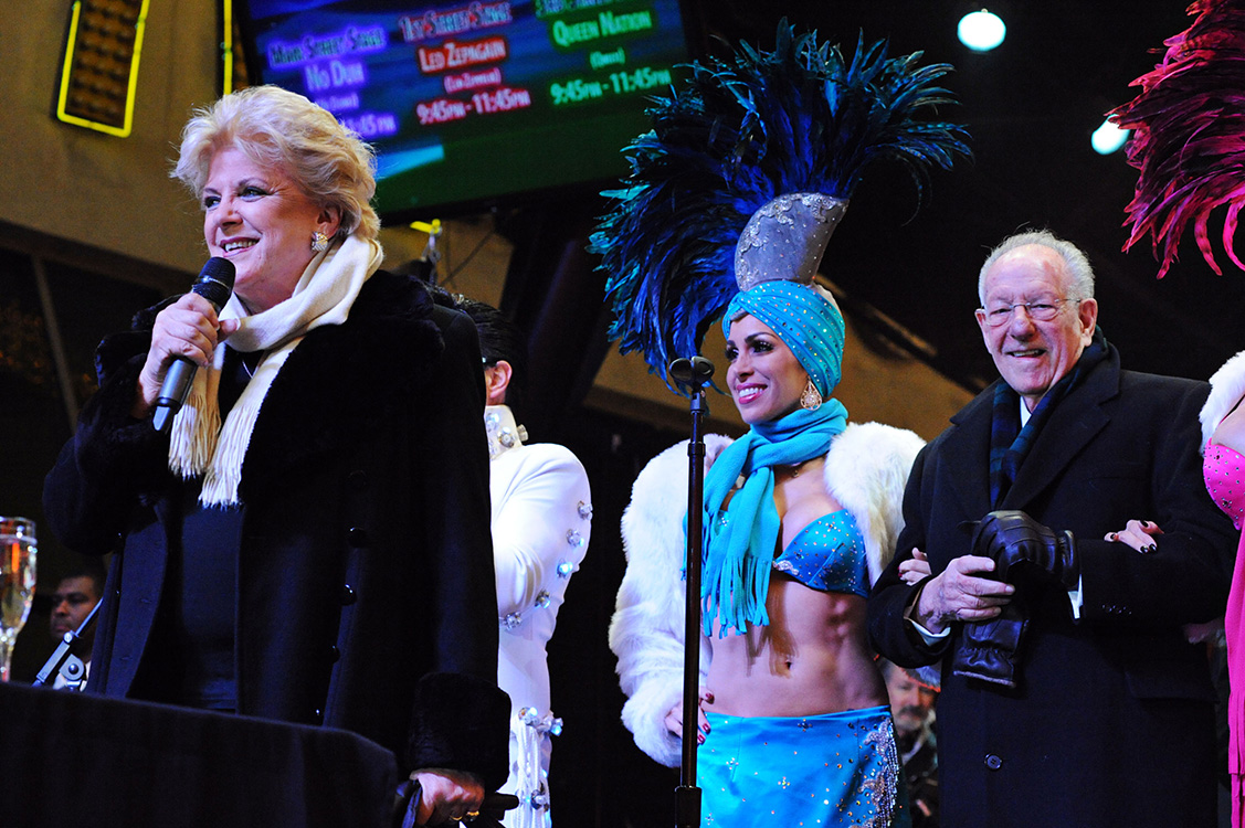 Mayor-Caroline-Goodman-&-Oscar-Goodman-ring-in-the-new-year,-2015-Las-Vegas