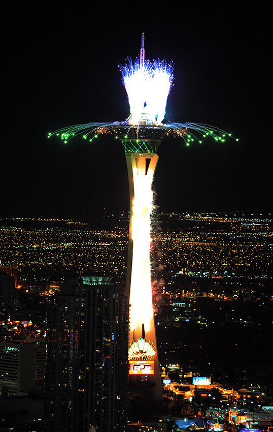 Stratosphere-Fireworks-from-Trump-Hotel,-Las-Vegas,-New-Year-Celebrations-2015