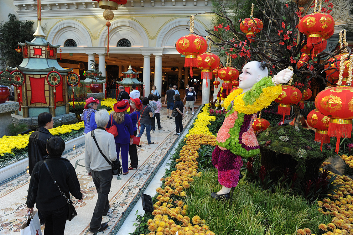 Bellagio-Conservatory-&-Botanical-Garden-interior,-Chinese-New-Year-2015,-Vegas