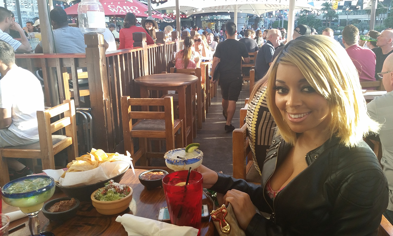 Enjoying-Mexican-Food-with-Richelle-Richie,-Cabo-Wabo-Cantina,-Las-Vegas