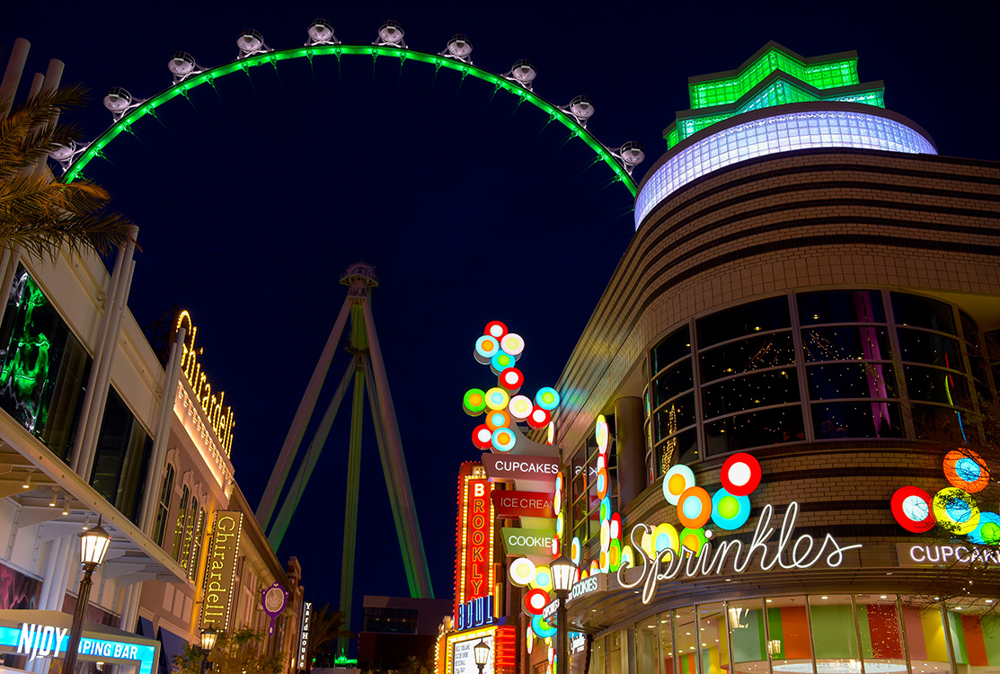 Green-in-LINQ-District,-St-Patricks-Day,-Las-Vegas
