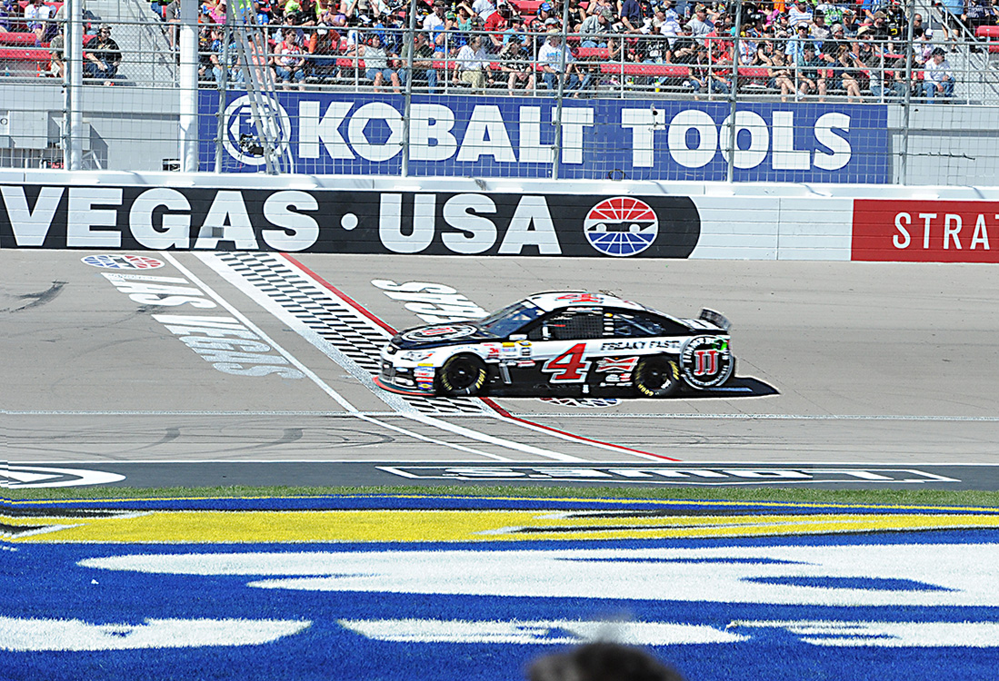 Kevin-Harvick-crosses-finish-line,-NASCAR-Las-Vegas
