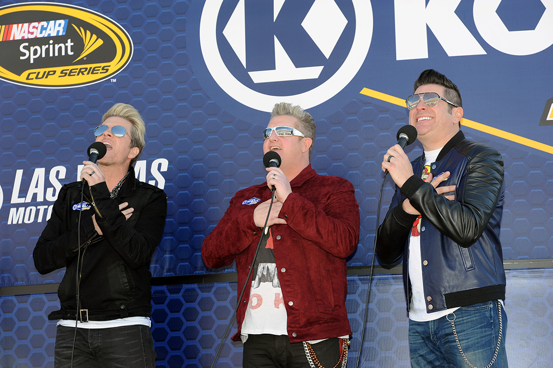 Rascal-Flatts-sing-national-anthem,-NASCAR-Las-Vegas