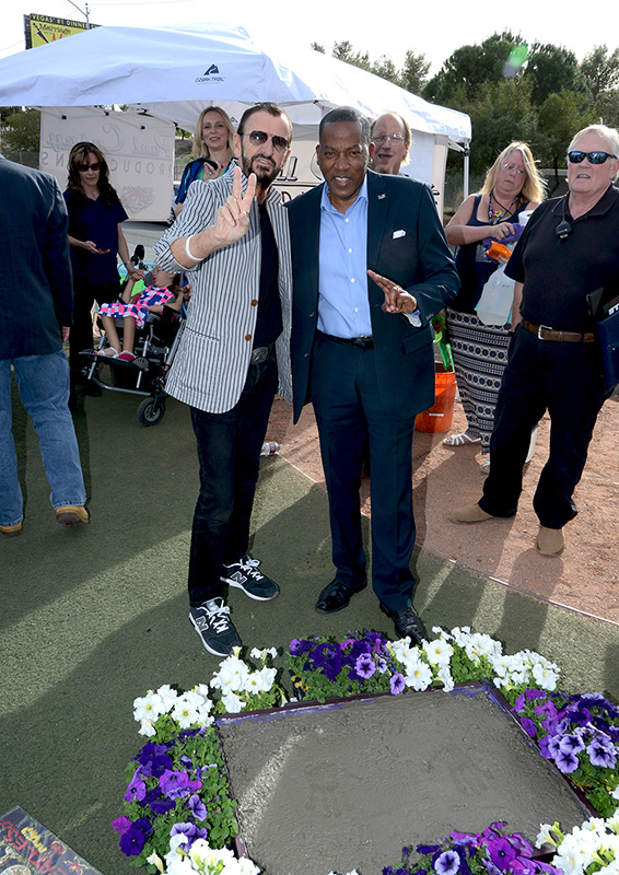 Ringo-Starr-and-Lawrence-Weekly,-Las-Vegas-Ceremony