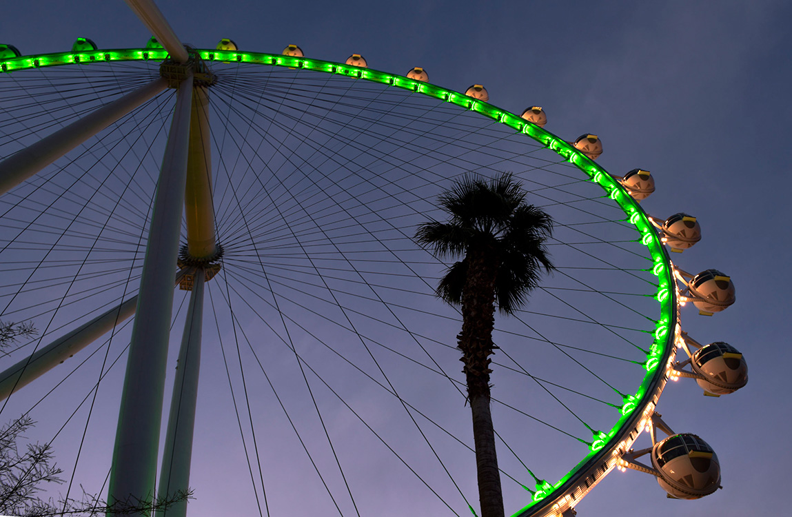 St-Patricks-Day-Las-Vegas,-High-Roller-Goes-Green,-LINQ-District