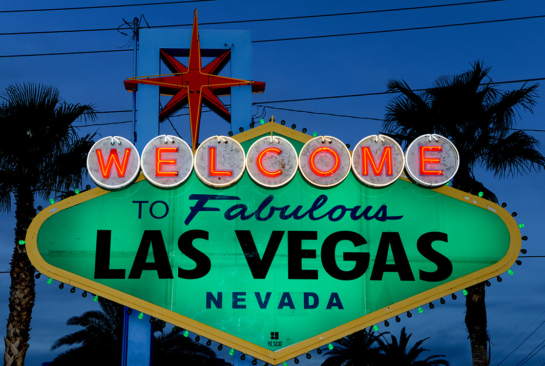 Welcome-To-Las-Vegas-Sign-on-St-Patricks-Day,-2015
